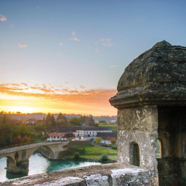 Un coucher de soleil depuis l'échauguette à Navarrenx, un des plus beaux villages de France.
