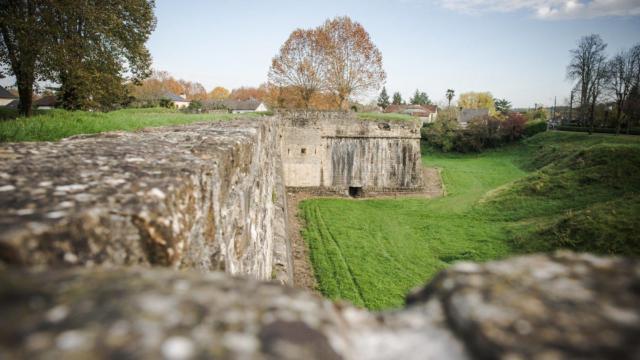 Les remparts à Navarrenx, un des plus beaux villages de France