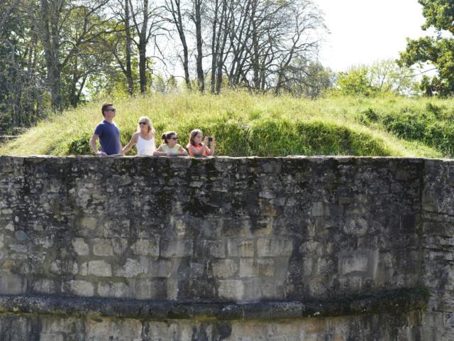 Sur Les Remparts De Navarrenx